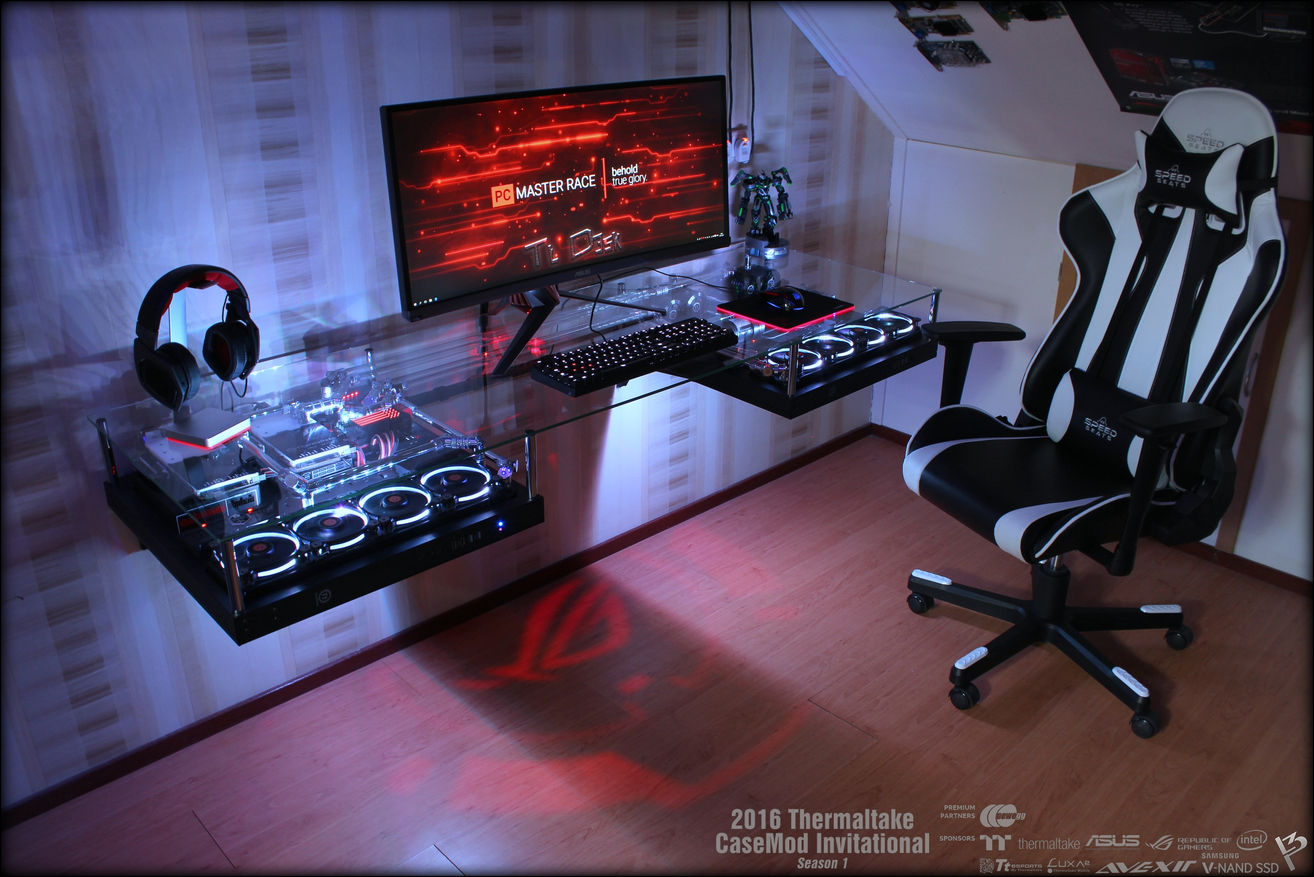 ayuda thermaltake p5 desk. Black Bedroom Furniture Sets. Home Design Ideas