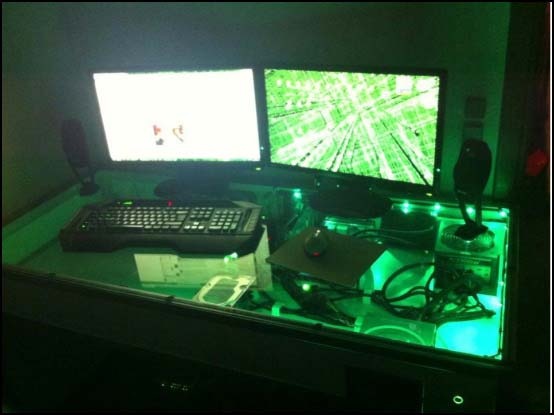 16793 481634988545339 1814422185 n 550x (Other Desk Builds)