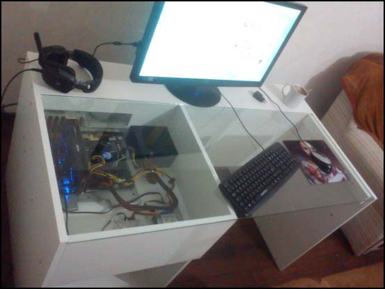 542121 10200144805373871 1111748442 n 550x (Other Desk Builds)
