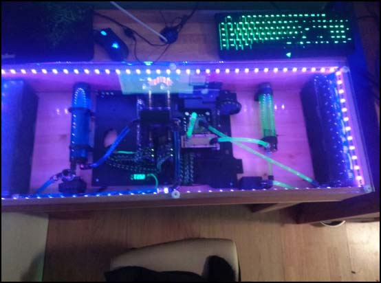 1265940 10201065154645298 1582301763 o 550x (Other Desk Builds)